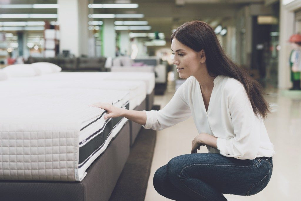 woman checking a mattress