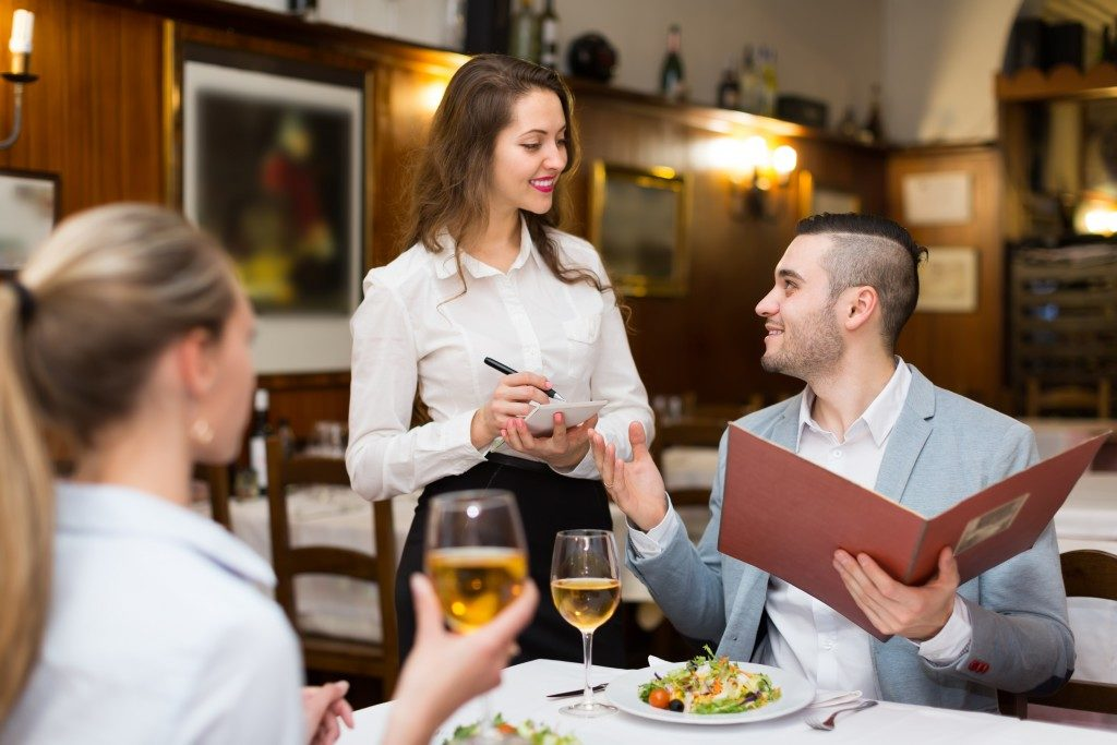 couple in a restaurant ordering food