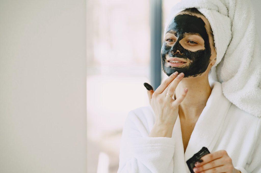 woman wearing an overnight mask