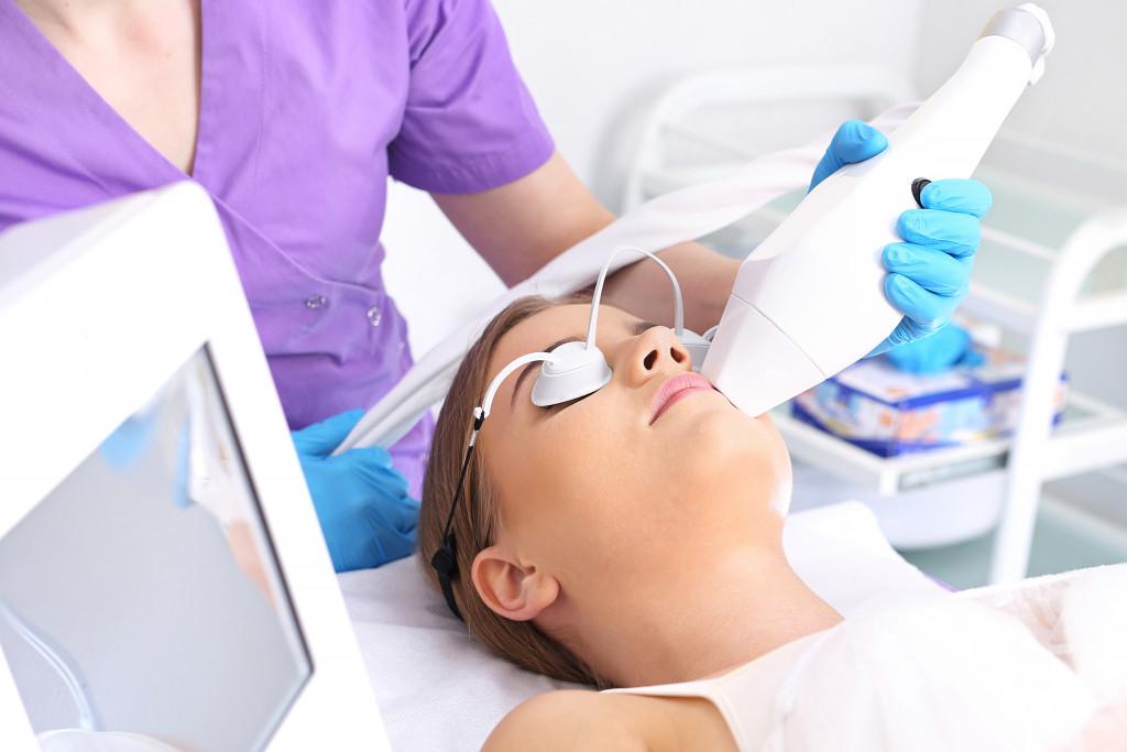 woman getting a uv treatment